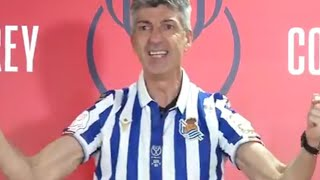 Imanol Alguacil (Real Sociedad coach) starts to sing in press conference.
