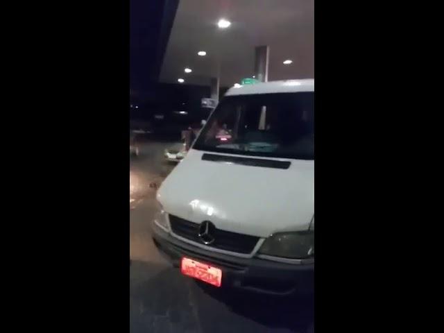Cliente agride frentista com barra de ferro em posto de combustíveis em Simões Filho