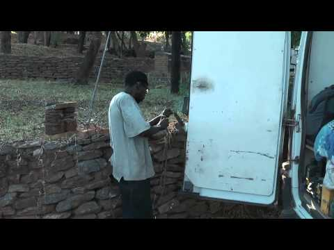 Welding in Africa - With simple means people manage to do the welding