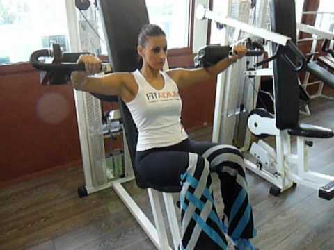 exercice de musculation des paules l vations lat rales machine youtube. Black Bedroom Furniture Sets. Home Design Ideas