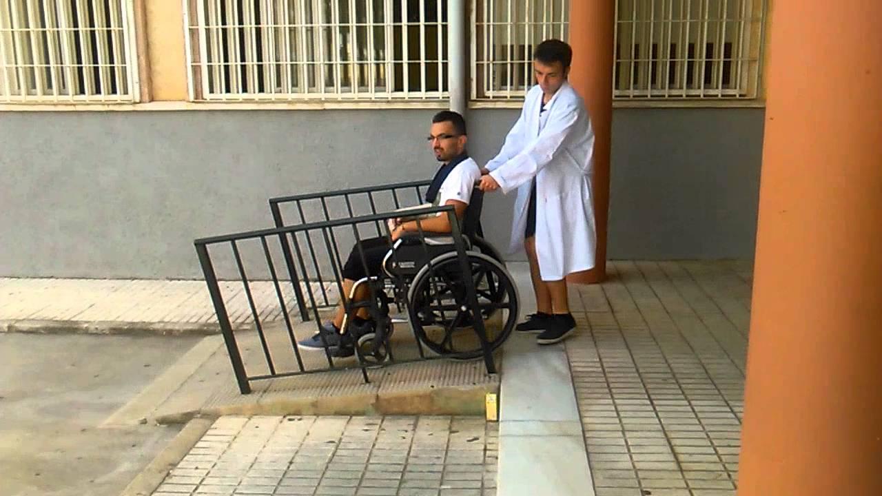 1 subir y bajar la silla de ruedas en una rampa youtube for Sillas de ruedas estrechas