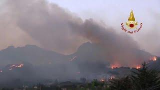 Italie : les incendies ravagent la Sicile