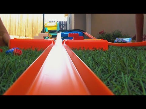 Hot Wheels Track Builder Stunt Box Review and Play!