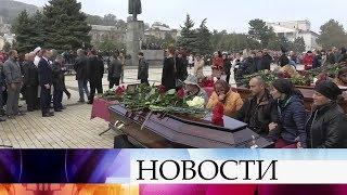 Тысячи крымчан пришли проститься с жертвами трагедии в керченском колледже.