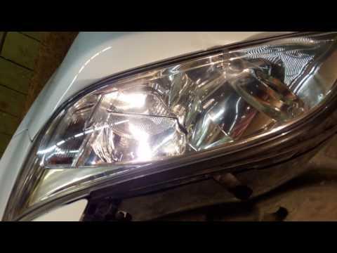TOYOTA rav4 меняем лампочку габаритов в передней фаре