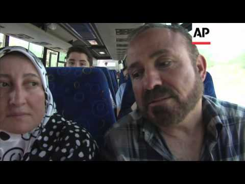 Foreigners and Palestinians with dual nationalities leave Gaza Strip