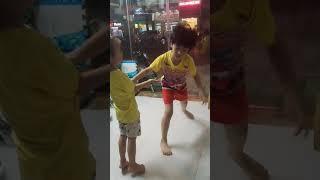 Hai anh em nhảy battle dance - 20200115