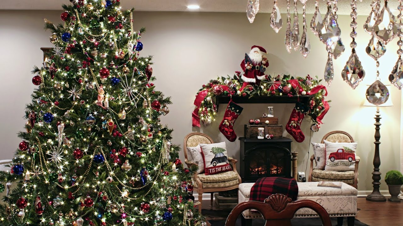 Classic Traditional Christmas Tree - How To Decorate A ...