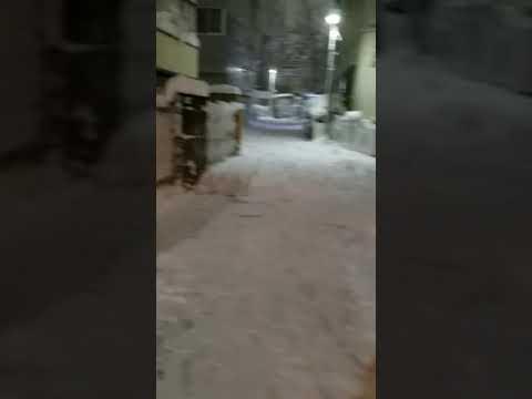 snow falling in Tokyo, nakano-ku japan