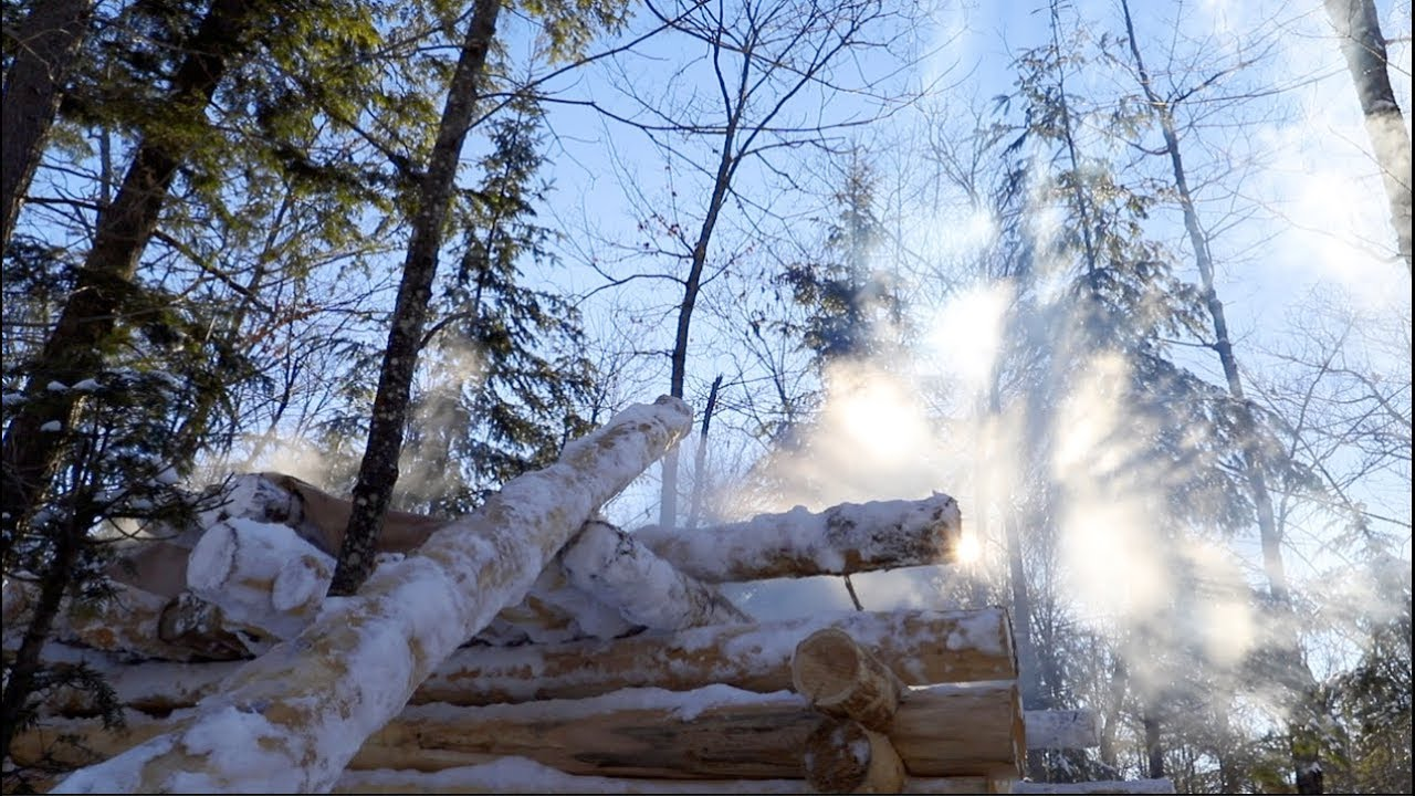 log-cabin-building-in-the-winter-tarp-shelter-for-the-sauna