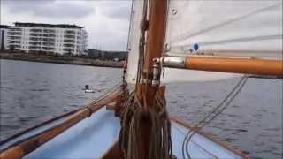 """Råvideo af gaffelriggerøvelse: """"Mand over bord"""" d. 28. september 2014 (Båd POV)"""