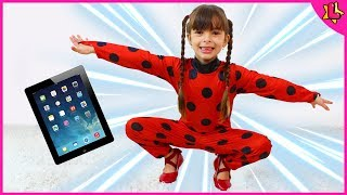 Laurinha como Ladybug saltou do desenho do tablet