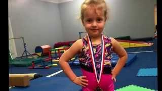 Первая медаль Гимнастика для детей в 4 года(Смотри другое видео про гимнастику с Николь https://youtu.be/cWE4aCzqbAw., 2014-12-09T07:30:01.000Z)