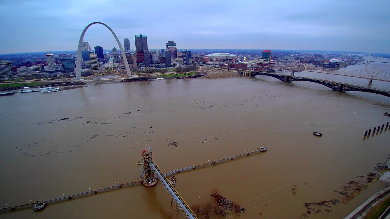 record flood - mighty mississippi river - gateway arch - december 29  2015