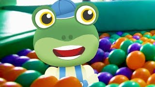 Gecko and The Play Bus - Gecko's Real Vehicles | Learning Colors | Buses and Trucks For Kids
