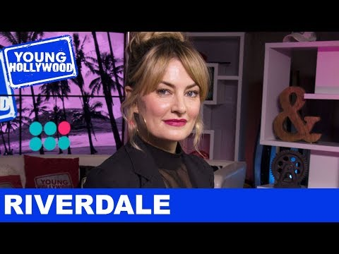 Mädchen Amick: Riverdale Rapid Fire with Alice Cooper!