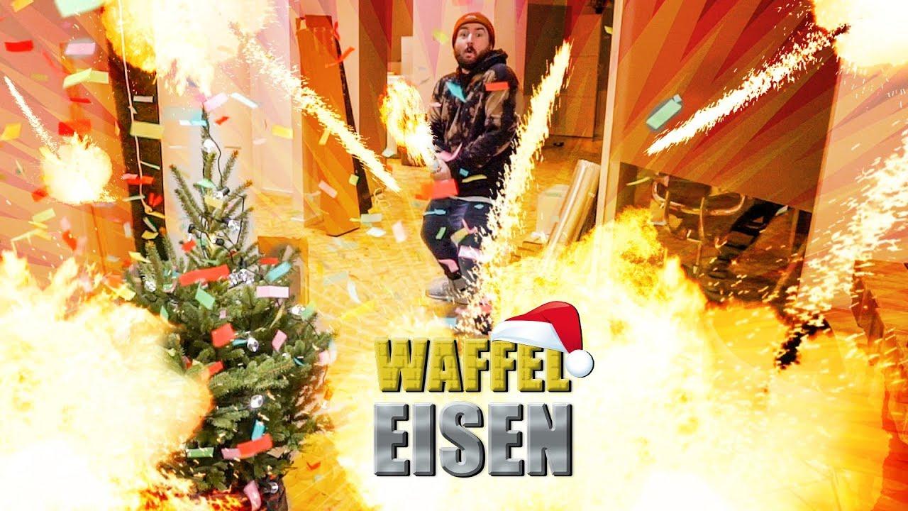 Weihnachtsbaum Explodiert.Die Weihnachtsbaum Explosion
