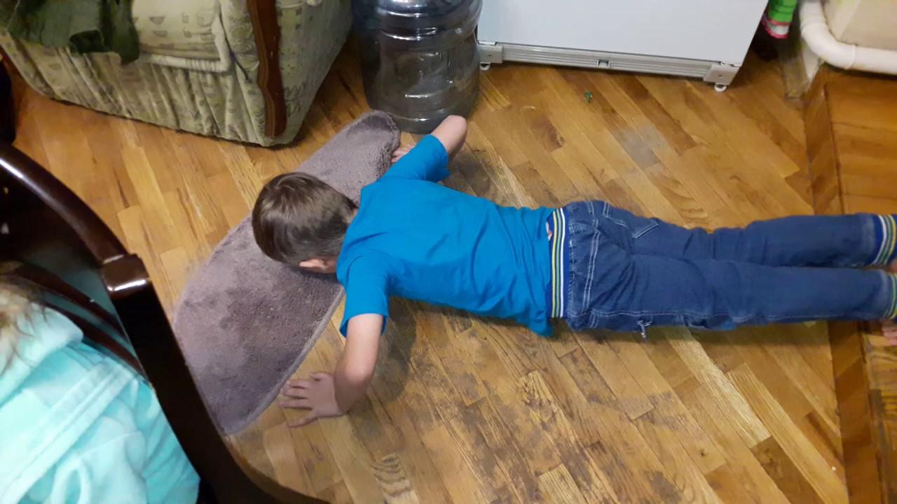 Как ребенка научить отжиматься