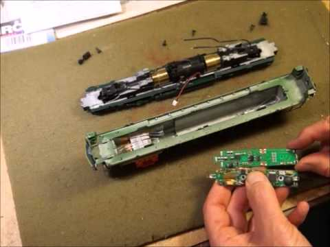 04 Model Trains - MRC 1930 Drop-In Decoder Installation - Installing The Decoder Part 01