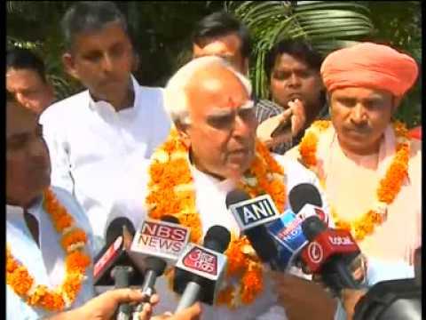 Kapil Sibal condemns attack on Kejriwal