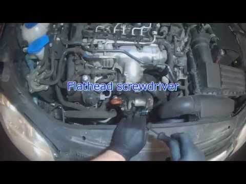 VW A5: 2.0L TDI Serpentine Belt Tensioner removal