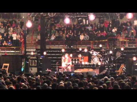 Pearl Jam LIVE - Spokane Washington - Steve Gleason Encore  Won't Back Down