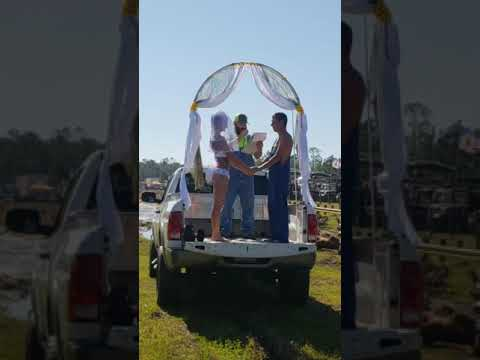 Levi - Florida couple gets hitched with the most Redneck tailgate wedding!