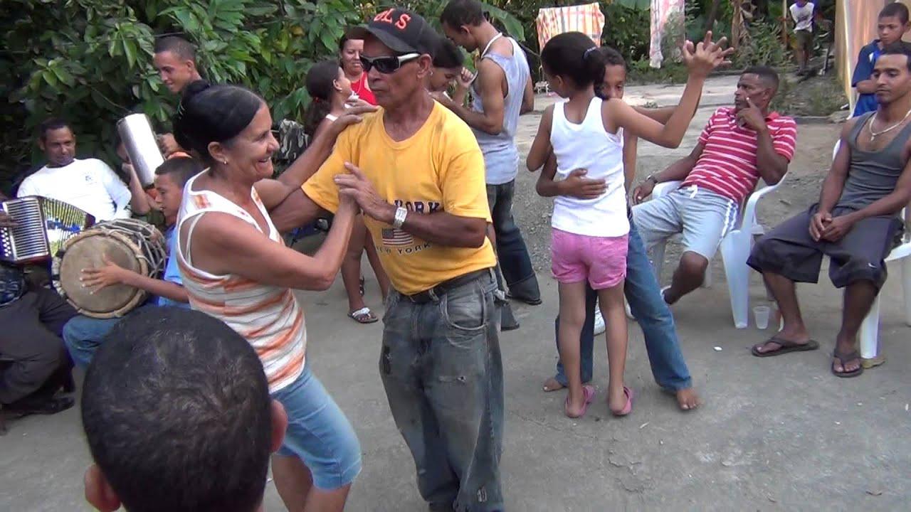 Mujer dominicana de santiago morena - 3 2