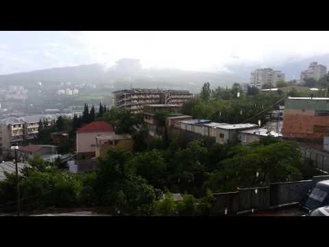 Отель на Тимирязева в г. Ялта. Видео. Летний дождь