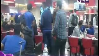 بالفيديو.. سيف زاهر عن قصة شعر باسم مرسي: «هو حر»