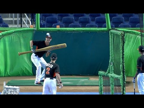 Nicolino drops down bunts with giant bat