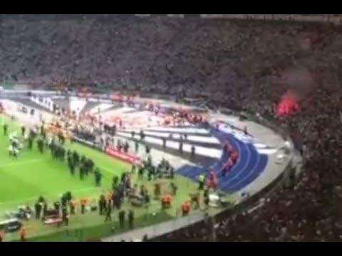 Eintracht Frankfurt vs Bayern München Pokalfinale Platzsturm Frankfurt Fans