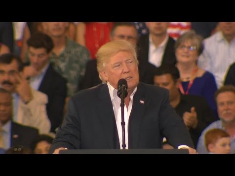 Trump attacks media in Florida rally