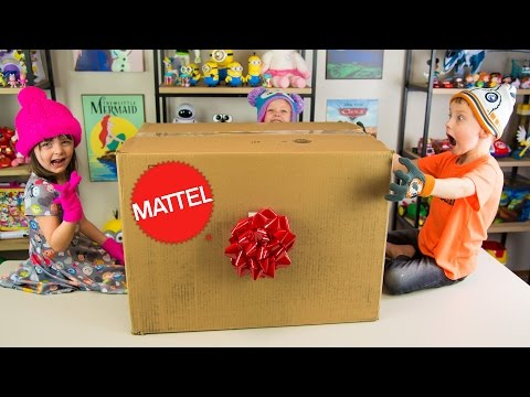 HUGE Mattel Toys Surprise Present Hot Wheels Cars Barbie Toys Wellie Wishers Dolls Kinder Playtime