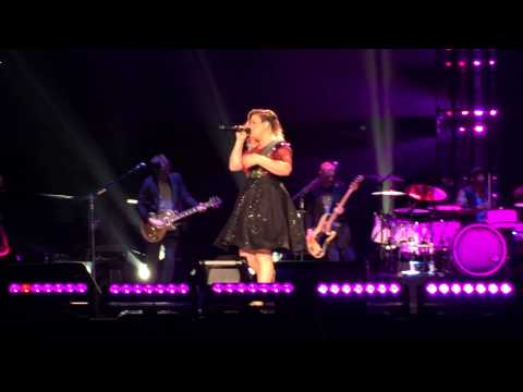 Kelly Clarkson - I Hate Myself For Losing You [Pepsi Center 08/06/15]