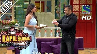 Salman Ke liye, Lottery Ki Haatho Ki Sevai - The Kapil Sharma Show -Episode 23 - 9th July 2016(Lottery, the very beautiful nurse of 50-50 Hospital prepares a sweet dish for Bollywood superstar Salman Khan in the 23rd Episode of 'The Kapil Sharma Show'., 2016-07-09T20:21:10.000Z)