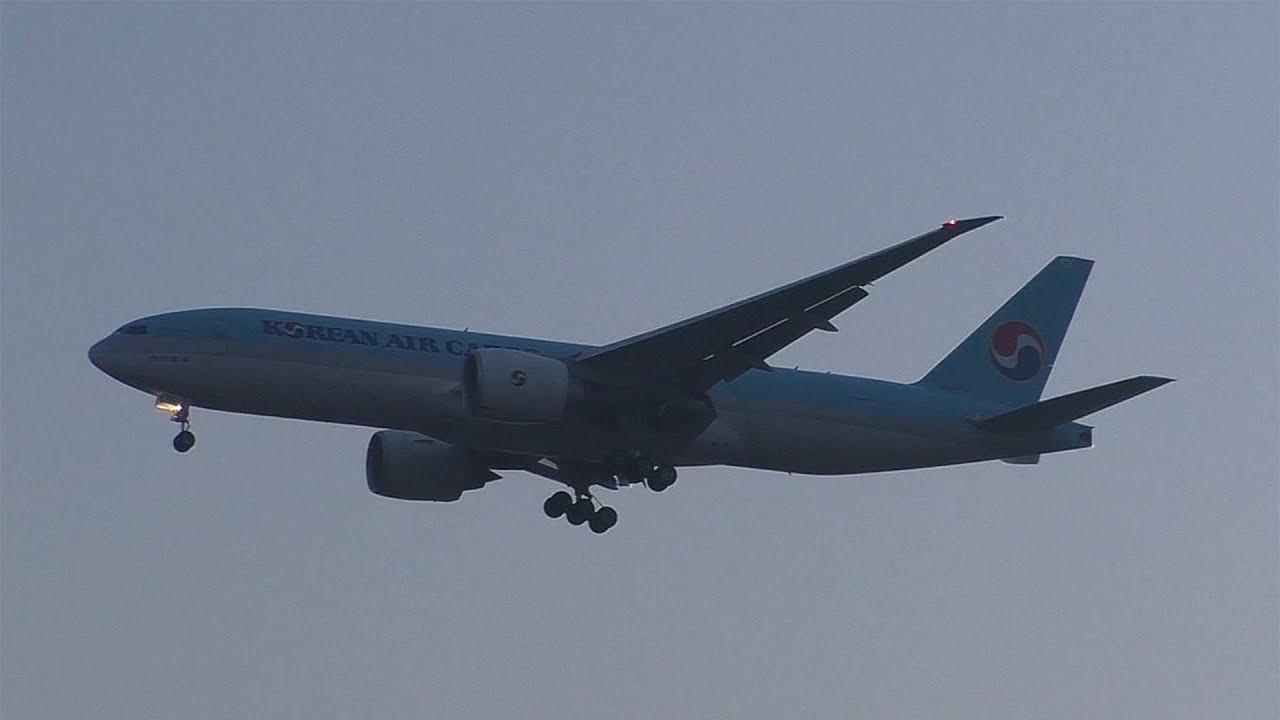 Korean Air Cargo Boeing 777 landing at Vienna Airport | HL8252