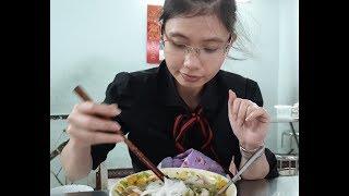 Bún Mộc hơn 40 năm trứ danh,  hương vị bắc hút khách Sài Gòn - Street Food