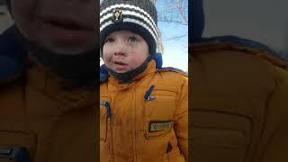 Ребёнок съел снег прикол