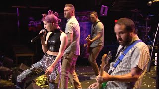 "New Found Glory perform ""Vicious Love"" with Hayley Williams at the ..."