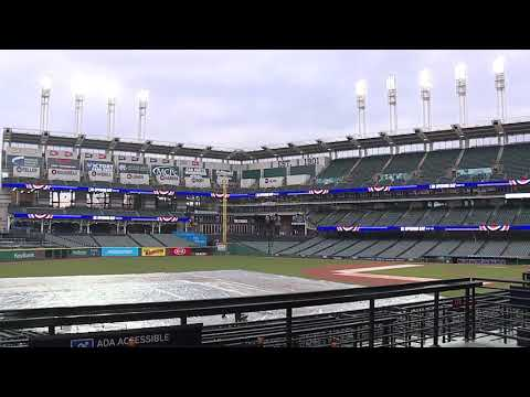 Time-lapse: Crews remove the tarp at Progressive Field