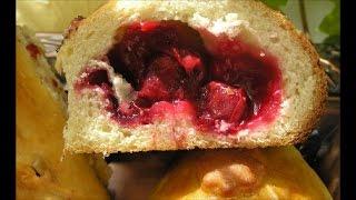 Вкусные пирожки с вишнями