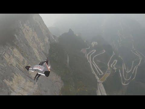 Fransız sporculardan nefes kesen wingsuit uçuşu: Saatte 385 kilometre hıza ulaştılar