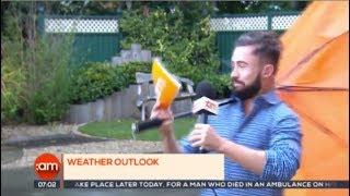 Однажды в Ирландии: из-за порыва ветра корреспондент исчез из кадра