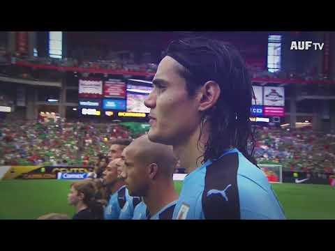 Homenaje de la AUF a Edinson Cavani por cumplir 100 partidos con Uruguay