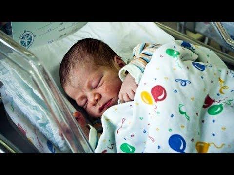 Baby Erhielt Keinen Besuch Im Krankenhaus, Dann Sieht Die Krankenschwester Genau Hin Und Weiß ...