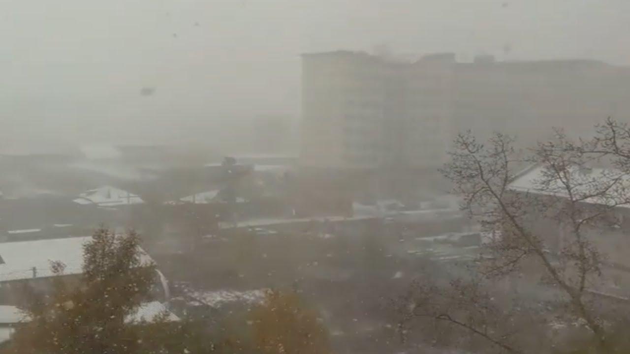 عاصفة ثلجية تضرب روسيا ، مدينة نوفوسيبيرسك سيبيريا 08.10.2020