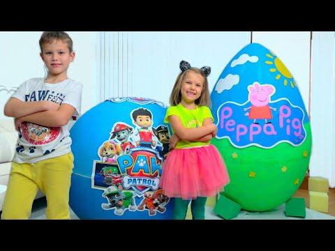 Макс и Катя играют с сюрпризами в огромных яйцах