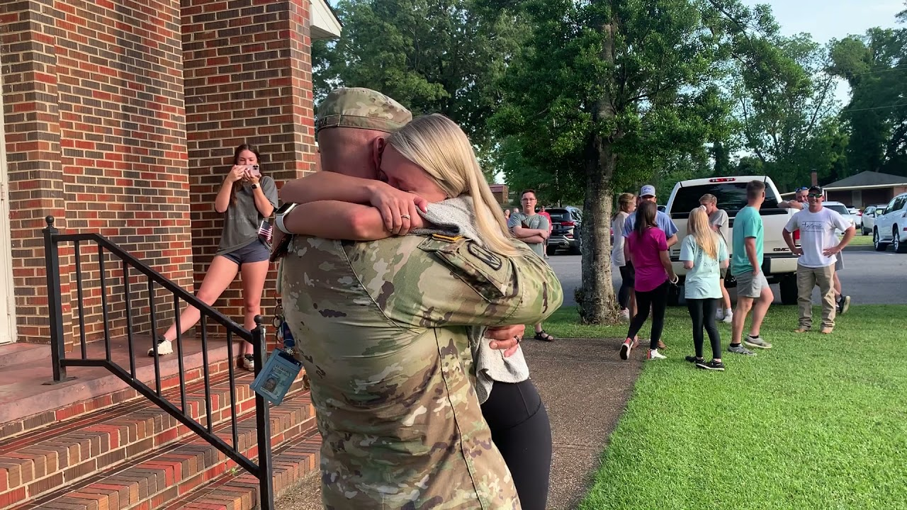 Girl Hugs Military Dad While Crying When He Surprise Visits Before Graduation Ceremony - 1199663-3