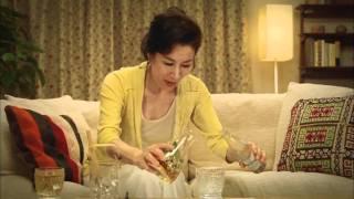 このCMが初めての共演作となる高畑淳子さんと鈴木杏さん。お二方とも...